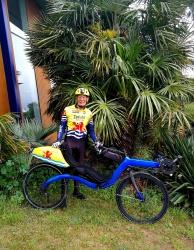 Jaap Bouman (77) op zijn M5 Carbon High Racer: alle lange-afstand brevetten binnen voor deelname aan non-stop 1250 km monstertocht Parijs-Brest-Parijs