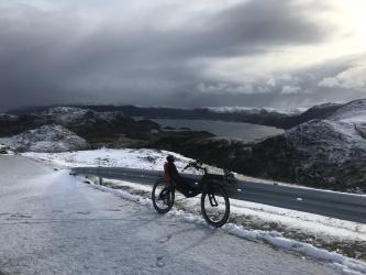 Adrian Voegeli fietste in 7 weken vanuit Zwitserland naar de Noordkaap op zijn M5 Carbon High Racer plus aanhanger...